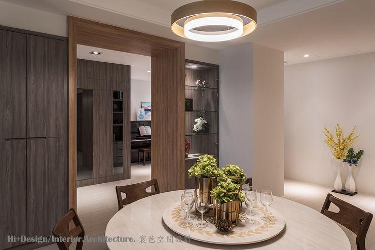 餐廳及玄關 Hi+Design/Interior.Architecture. 寰邑空間設計 Modern dining room Plywood