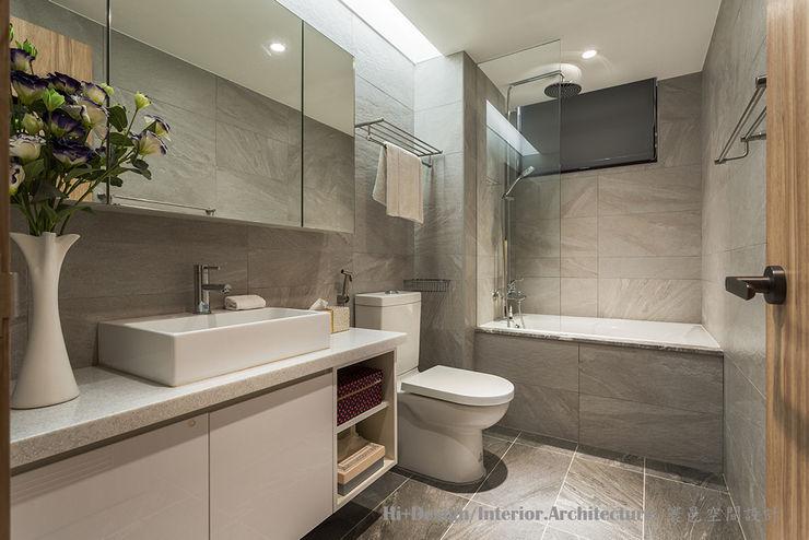 客用浴室 Hi+Design/Interior.Architecture. 寰邑空間設計 Modern style bathrooms Tiles Grey
