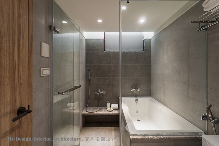 男孩房浴室 Hi+Design/Interior.Architecture. 寰邑空間設計 Modern style bathrooms Tiles Grey
