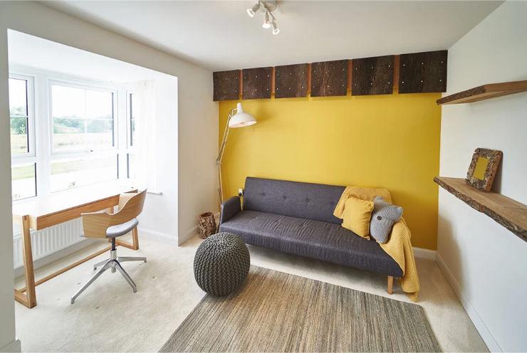 The Yellow Room Aorta the heart of art Escritórios modernos Amarelo