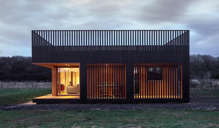 homify Prefabricated home Wood Black