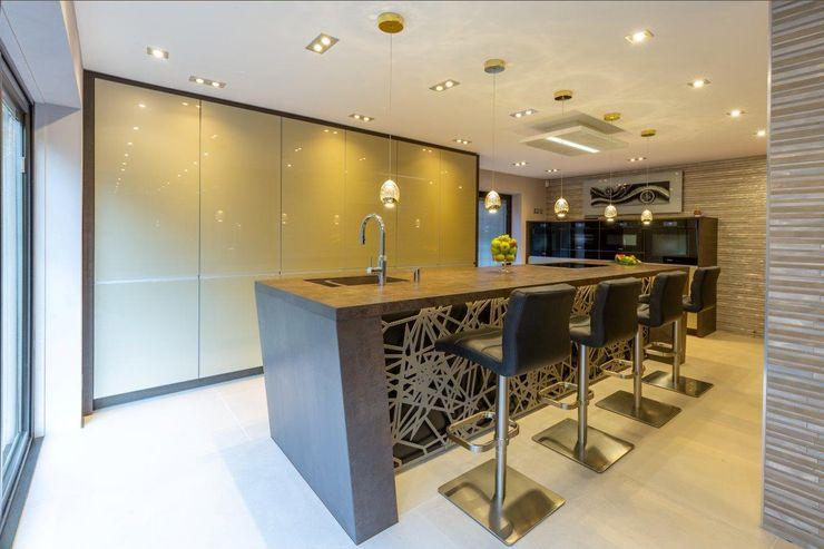 Mr & Mrs Sands Diane Berry Kitchens Built-in kitchens Quartz Brown
