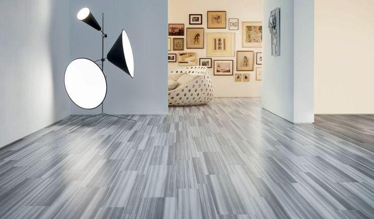 gres effetto legno senza fuga grigio in ambiente moderno gres effetto legno senza fuga Soggiorno moderno Piastrelle Grigio