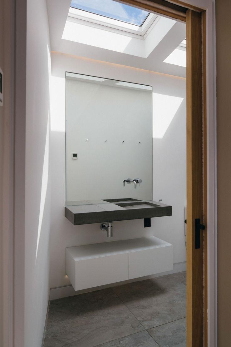 Black Ridge House Neil Dusheiko Architects Modern Banyo