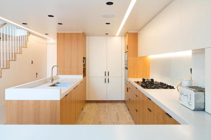 Dusheiko House Neil Dusheiko Architects モダンな キッチン
