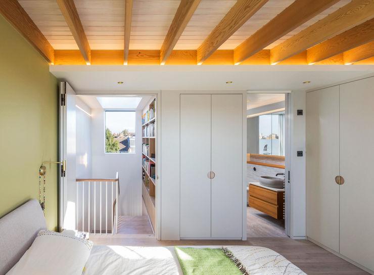 Dusheiko House Neil Dusheiko Architects モダンスタイルの寝室