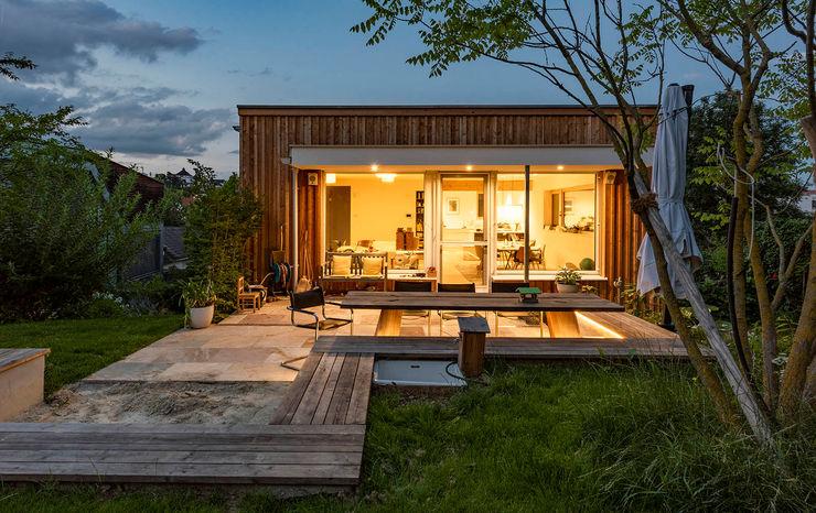 Holzfassade und Holzterrasse AL ARCHITEKT - in Wien Moderne Häuser