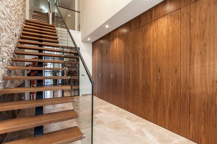 Vrijstaande villa Dineke Dijk Architecten Moderne gangen, hallen & trappenhuizen
