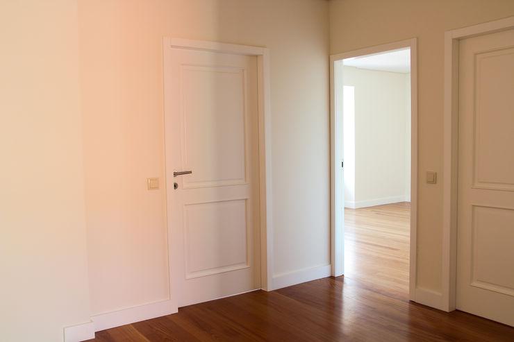 Melo & Filhos Carpintaria Modern style doors