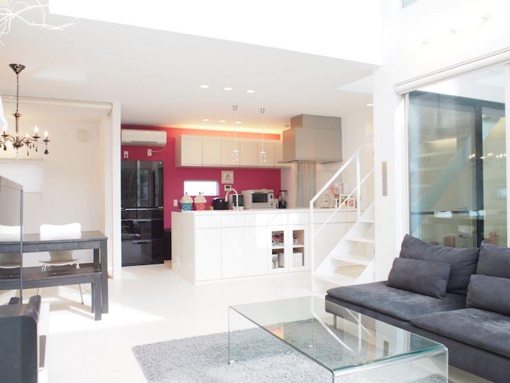 RAI一級建築士事務所 Вбудовані кухні Рожевий