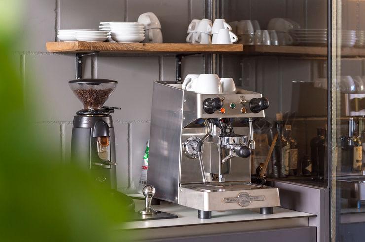 Kaffeemaschine für die Pause zwischendurch hysenbergh GmbH | Raumkonzepte Duesseldorf Industriale Geschäftsräume & Stores