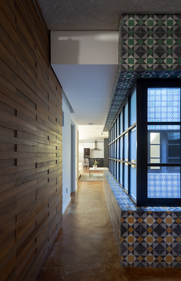Daniel Cota Arquitectura   Despacho de arquitectos   Cancún Minimalist corridor, hallway & stairs Wood Wood effect
