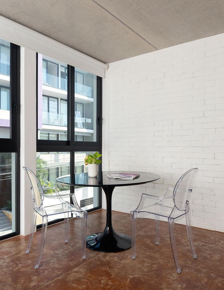 Daniel Cota Arquitectura   Despacho de arquitectos   Cancún Minimalist bedroom Concrete White