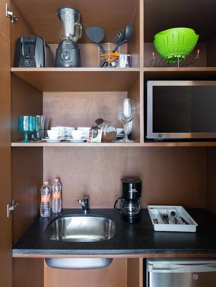 Daniel Cota Arquitectura   Despacho de arquitectos   Cancún Small kitchens Wood Wood effect