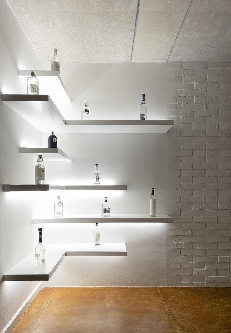 Daniel Cota Arquitectura   Despacho de arquitectos   Cancún Wine cellar Wood White