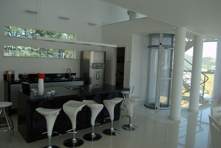 Casa Condomínio Vila Alpina - Nova Lima Marcelo Sena Arquitetura Armários e bancadas de cozinha
