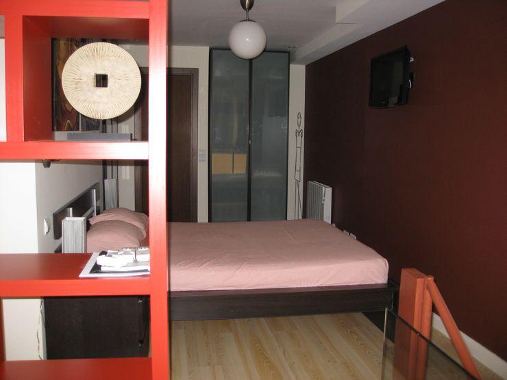 Dormitorio Almudena Madrid Interiorismo, diseño y decoración de interiores Dormitorios de estilo industrial Marrón