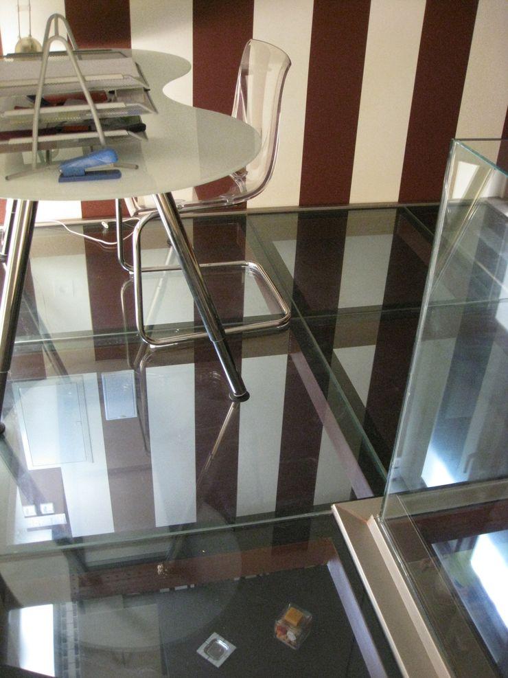 Forjado de cristal Almudena Madrid Interiorismo, diseño y decoración de interiores Estudios y despachos de estilo industrial