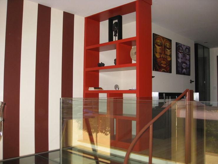 Estantería separadora Almudena Madrid Interiorismo, diseño y decoración de interiores Dormitorios de estilo industrial