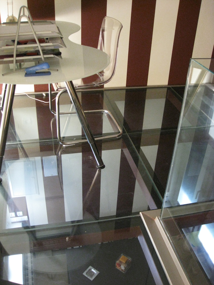 Suelo cristal Almudena Madrid Interiorismo, diseño y decoración de interiores Estudios y despachos de estilo industrial