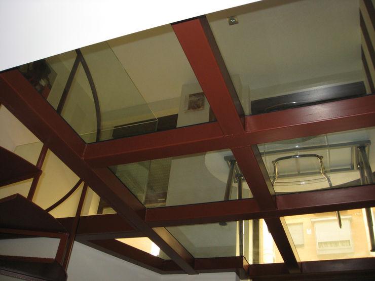 Forjado de hierro y cristal Almudena Madrid Interiorismo, diseño y decoración de interiores Estudios y despachos de estilo industrial