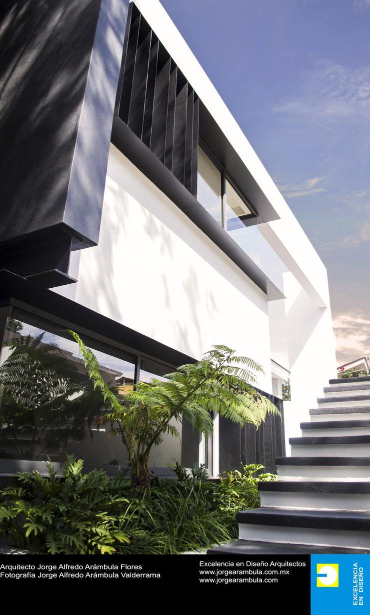 Casa N1 Excelencia en Diseño Casas unifamiliares Blanco