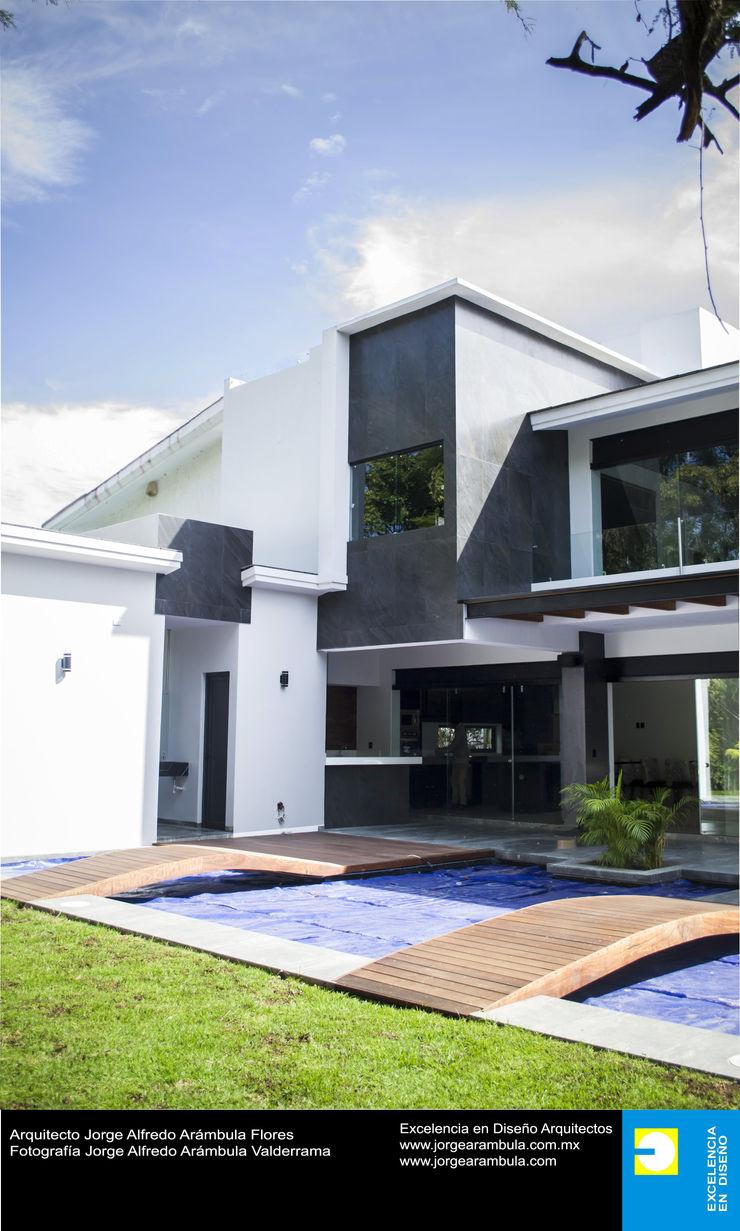 Casa N1 Excelencia en Diseño Balcones y terrazas minimalistas