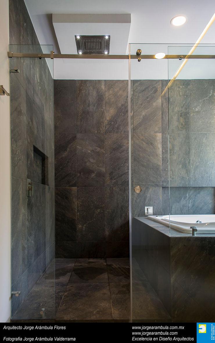 Casa N1 Excelencia en Diseño Baños minimalistas Negro