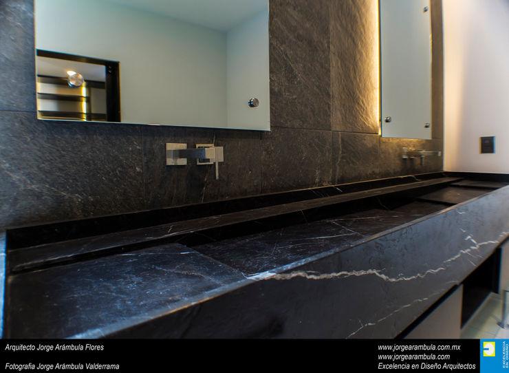 Casa N1 Excelencia en Diseño Baños minimalistas Mármol Negro