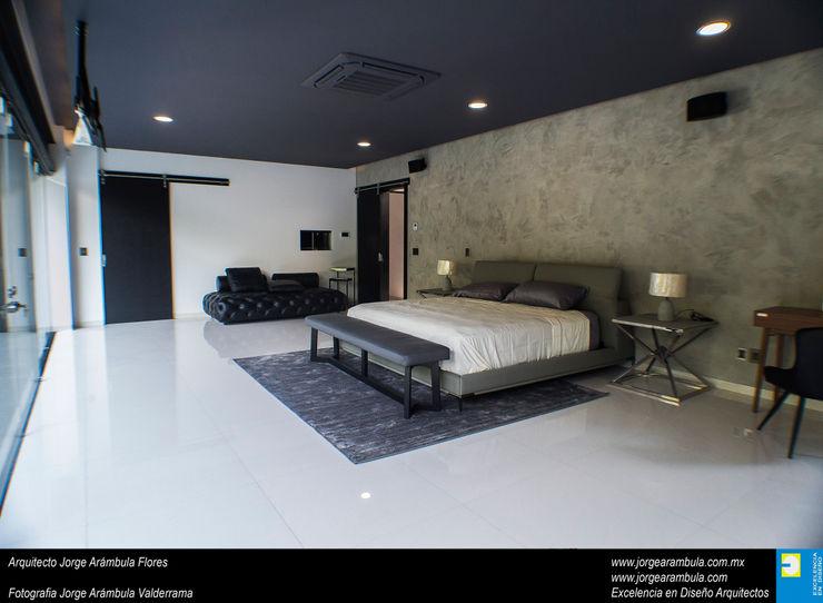Casa N1 Excelencia en Diseño Dormitorios minimalistas Gris