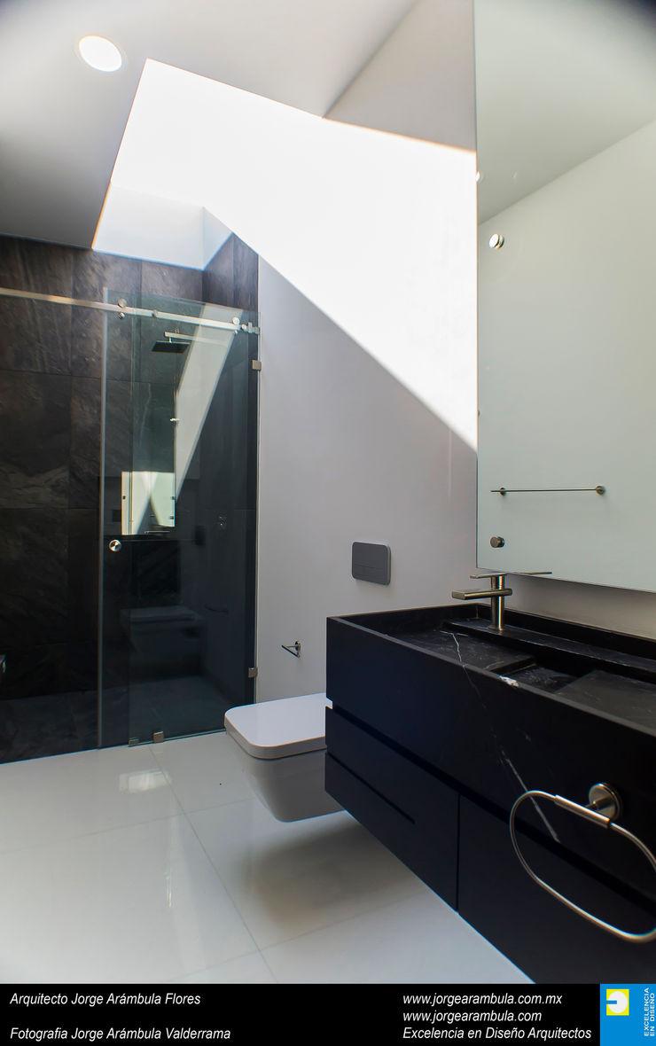 Casa N1 Excelencia en Diseño Baños minimalistas Mármol