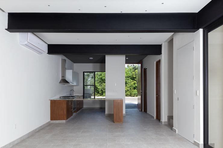 Daniel Cota Arquitectura | Despacho de arquitectos | Cancún Built-in kitchens Wood Wood effect