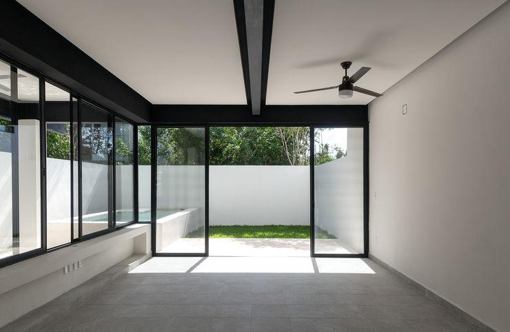 Daniel Cota Arquitectura | Despacho de arquitectos | Cancún Modern Dining Room Iron/Steel White