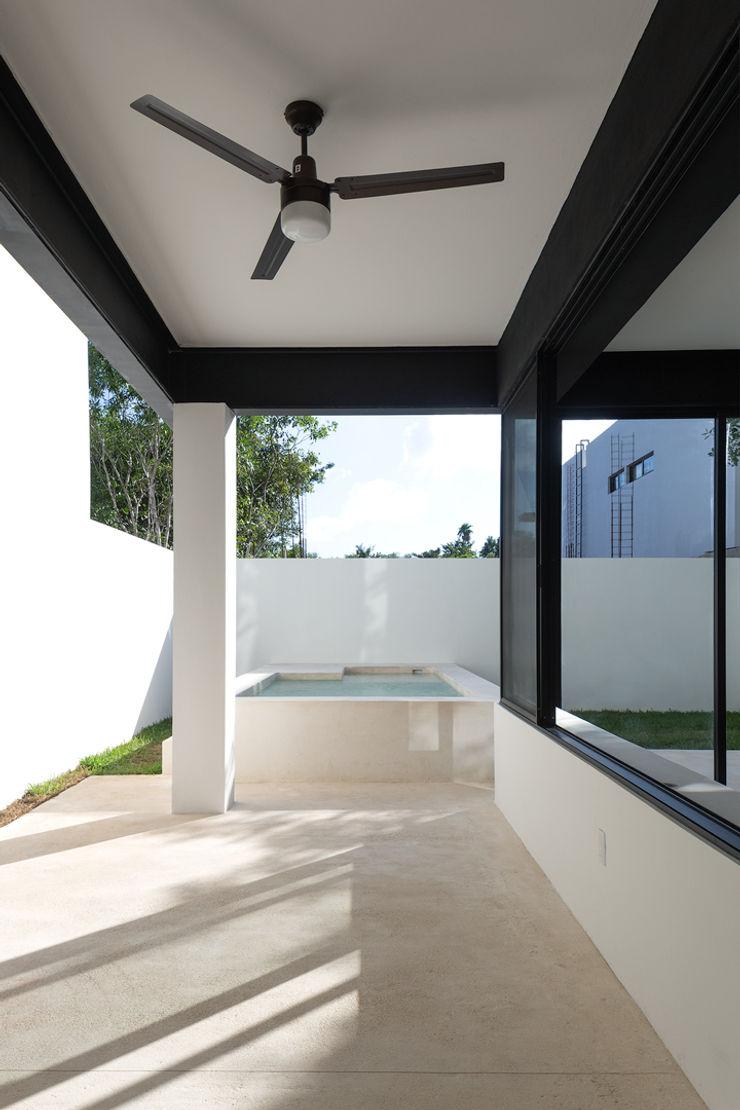 Daniel Cota Arquitectura | Despacho de arquitectos | Cancún Modern Terrace Iron/Steel White