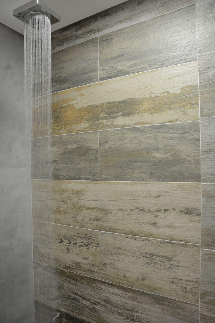 Banheiro Residencial Graça Brenner Arquitetura e Interiores Banheiros modernos Concreto Efeito de madeira
