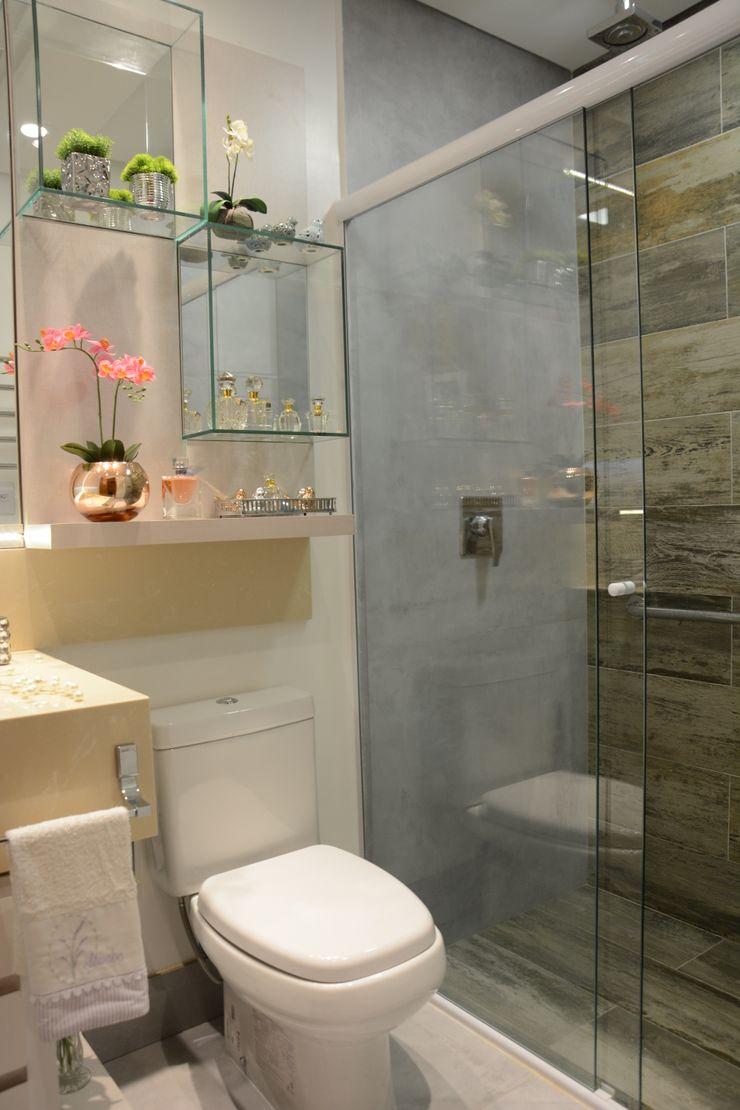 Banheiro Residencial Graça Brenner Arquitetura e Interiores Banheiros modernos Concreto Cinza