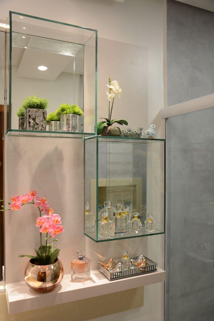Banheiro Residencial Graça Brenner Arquitetura e Interiores Banheiros modernos Vidro Branco