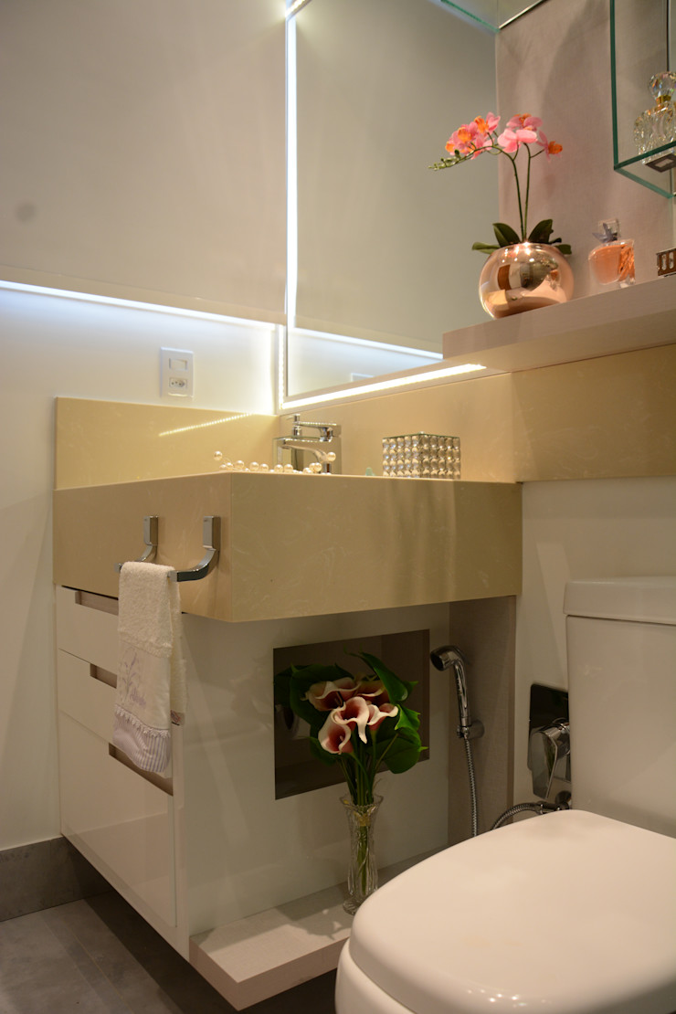 Banheiro Residencial Graça Brenner Arquitetura e Interiores Banheiros modernos Granito Bege