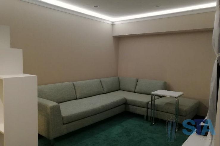 Soluciones Técnicas y de Arquitectura Modern media room Engineered Wood Green