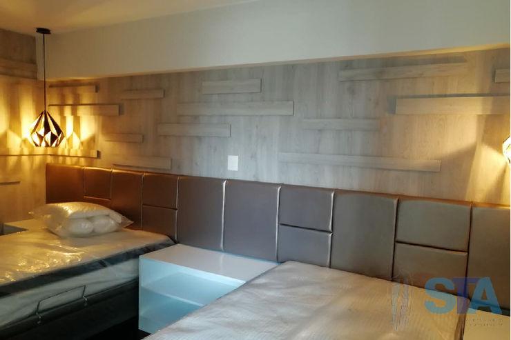 Soluciones Técnicas y de Arquitectura BedroomBeds & headboards Wood Brown