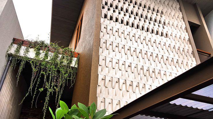 Mandalananta Studio Tropical style walls & floors Stone Beige