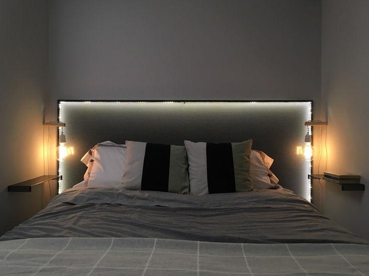 Dormitorio-4 nowheresoon. estudio creativo en madrid Dormitorios pequeños Metal Negro