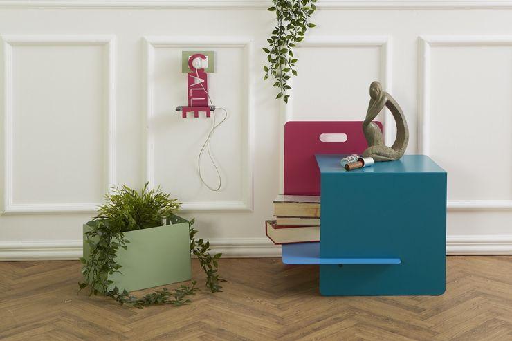 Soggiorno con supporto telefono CALL ME, tavolino WATERFALL e BOX portatutto Mipiacemolto CasaAccessori & Decorazioni Metallo
