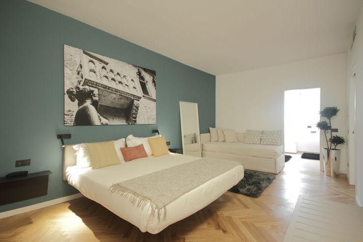 luigi bello architetto モダンスタイルの寝室
