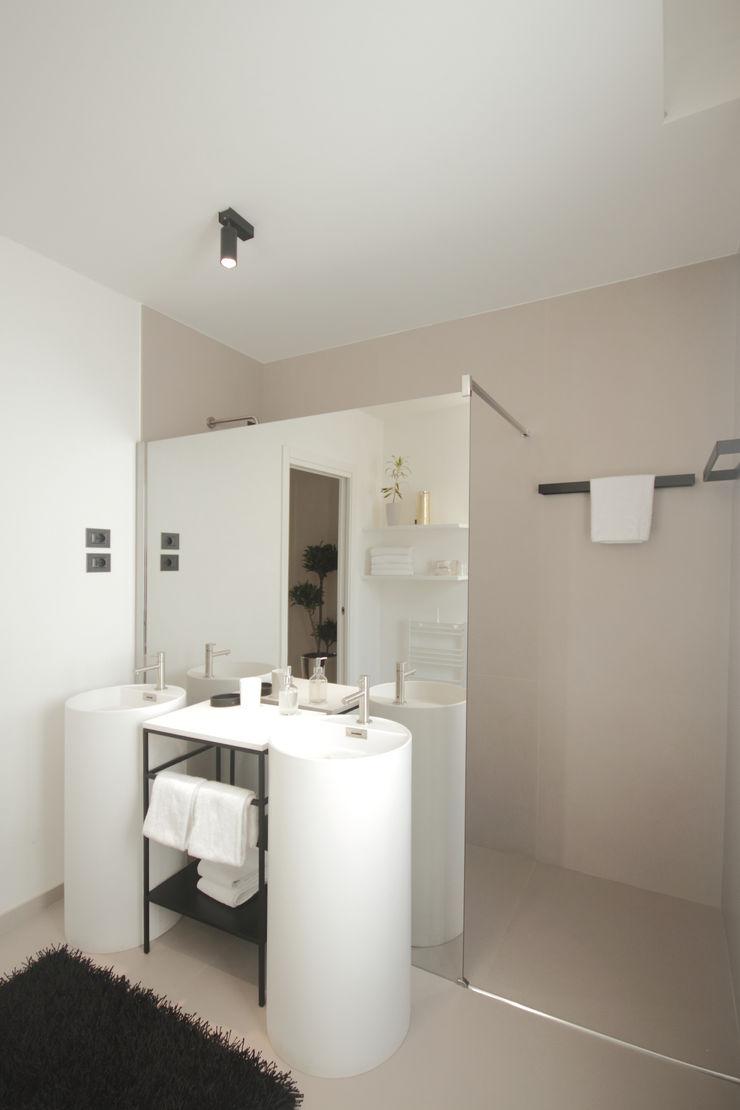 luigi bello architetto モダンスタイルの お風呂