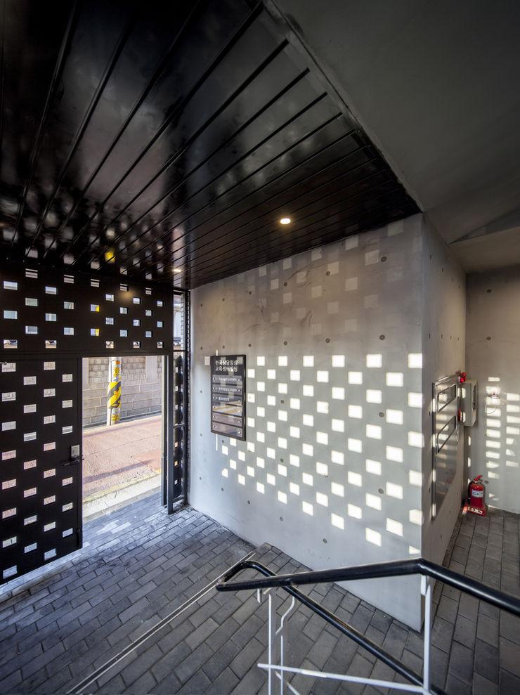 (주)건축사사무소 더함 / ThEPLus Architects 門