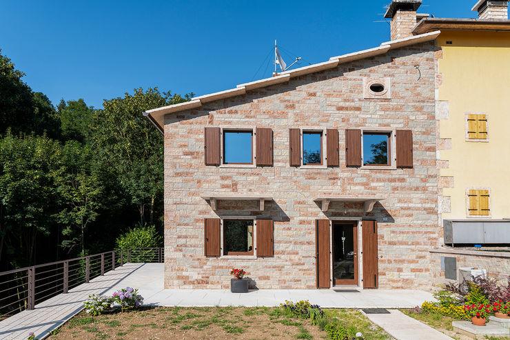 Quintarelli Pietre e Marmi Srl Rustic style house Marble Red