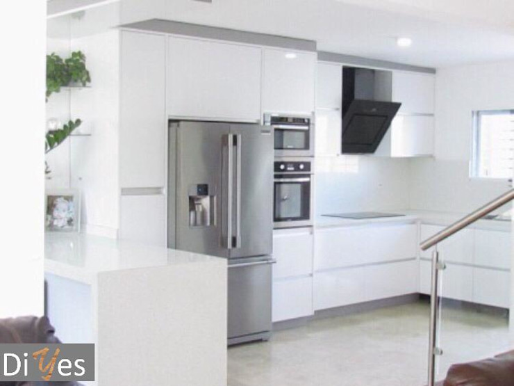 Vista Frontal Diyes Home CocinasEstanterías y despensas Derivados de madera Blanco