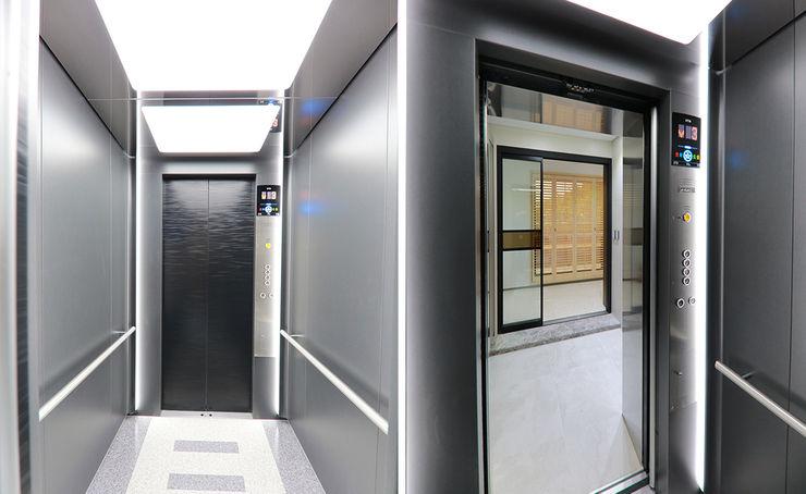 더존하우징 Modern corridor, hallway & stairs