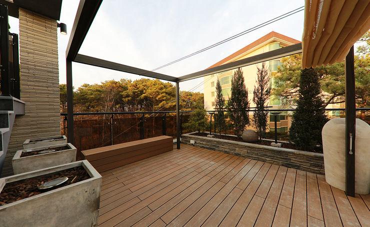 더존하우징 Modern balcony, veranda & terrace